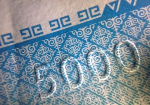 The embossed 5000 from the 5000 som banknote